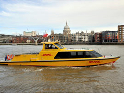 DHL PARCEL SERVICE ON THE THAMES